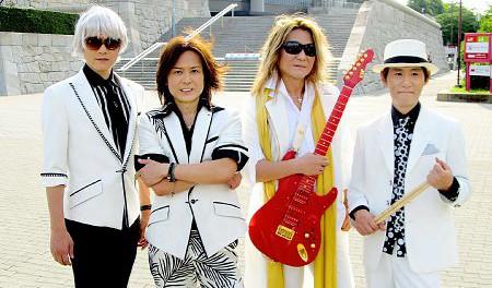 復活・ シャ乱Q 、21年ぶりとなる路上ライブで「上・京・物・語」を演奏…NHKの音楽番組「SONGS」収録