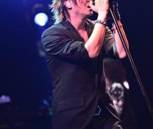 """GLAY、函館ライブ""""前夜祭""""で新曲「DARK RIVER」「Eternally」の2曲をライブ初披露"""
