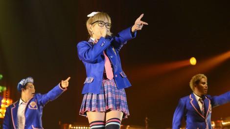 浜崎あゆみが15周年ツアー最終日に涙「私の15年間はみんながくれた15年間です。どうもありがとう!」