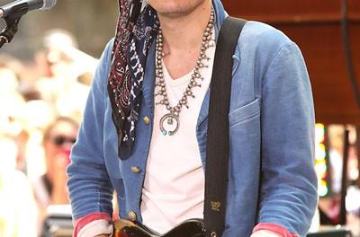 ジョン・メイヤー、会ったばかりの少女に高級ギターを買ってあげる