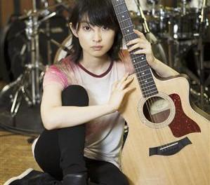 家入レオ、11月に開催される2度目の全国ツアーで自身にとって大切なギターの弾き語りを解禁