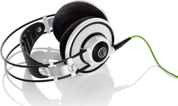akg-quincy-jones-q701-white-signature-line