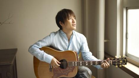 """【ソロ】コブクロの小渕健太郎、9月に初ソロ作をリリース""""ギターで歌う""""セルフカバー"""