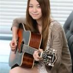 新人で異例!片平里菜、メジャーデビュー曲「夏の夜」がラジオやCS放送47局でパワープレー