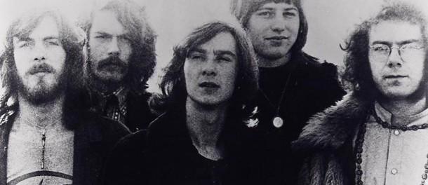 King Crimson活動再開 トリプル・ドラム体制、メル・コリンズ復帰