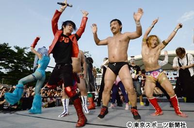 【金爆】ビッグダディがプロレスデビュー戦で大善戦…ゴールデンボンバーの歌広場淳がサプライズで登場