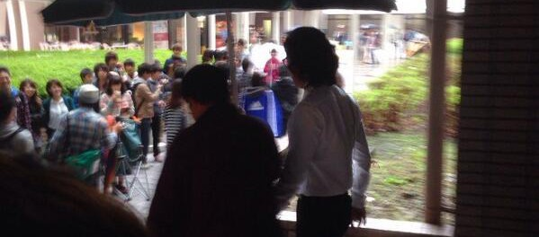 【画像】木村拓哉、安堂ロイドの撮影で工学院に現れる。学生にツイートされまくりワロタwwwwwww【盗撮】