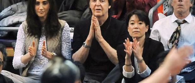 【相撲】ポール・マッカートニーが懸賞金!12日目・13日目・千秋楽の結びの一番に5本ずつ計15本