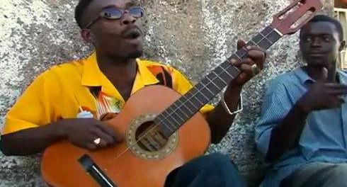 弦がたった1本しかないギターで、カッコよく歌うジャマイカ人の動画が人気
