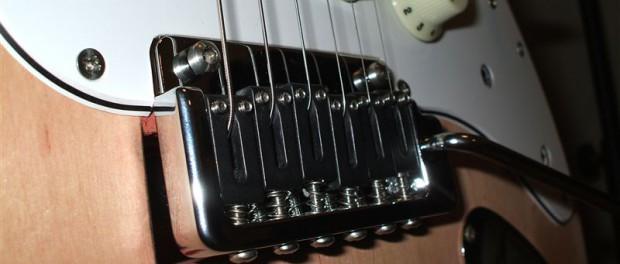 ロック式ギターをトレモロユニットにするけど、不満言う奴www
