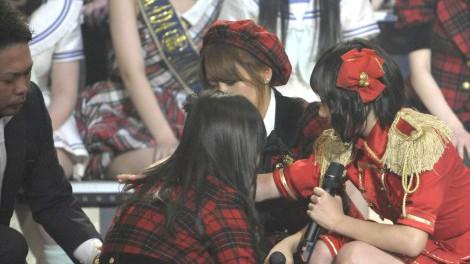 波乱のAKB48G大組閣 佐藤すみれ AKB48→SKE48 藤江れいな AKB48→NMB48 左遷発表で一人で歩けない状態に