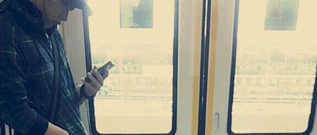【悲報】嵐・二宮和也が京葉線乗車?!の盗撮画像が出回るもファンに「ニノが外出とか都市伝説」といわれるwwwwww