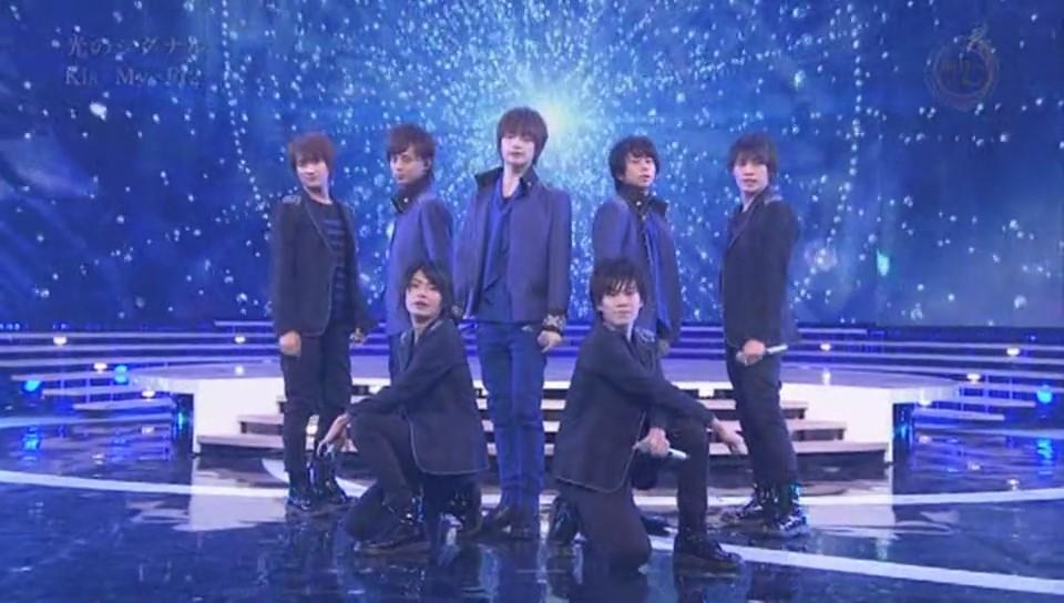 歌番組に出演してメンバーみんなでポーズを決めるKis-My-Ft2
