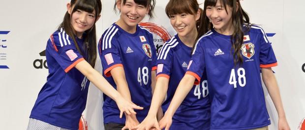 【画像】AKB48仕様のサッカー日本代表ユニフォーム販売wwwwwwww 大島優子、岡田奈々、小嶋真子、西野未姫が「円陣アンバサダー」に就任