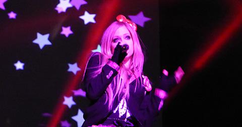 日本好きのアヴリル・ラヴィーン(Avril Lavigne)、原宿で撮影した新曲「Hello Kitty(ハロー・キティ)」のPV公開…「ハラキリ」?