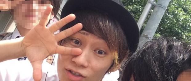 UVERworld・TAKUYA∞に恵比寿の路上で遭遇し、一緒に写真撮ってもらった学生が羨ましすぎる!!!!!(画像あり)