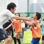 Mr.Children桜井和寿、「ウカスカジー」としてMIFAフットボールパークのセレモニーに登場 子供相手にロングシュートを決め勝利に貢献wwwwwwwwww