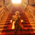 V系バンド・Versailles(ヴェルサイユ)のヴォーカルKAMIJO、首相官邸に招待され赤絨毯の階段で写真撮影 謎すぎると話題wwwww(画像あり)