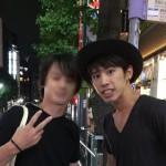 ONE OK ROCK・Takaが渋谷でファンへ神対応 ファン「サインもらいたくて探したけどなくて一緒にコンビニに行ってくれてサインくれた…しかもペン代出してくれた」(画像あり)