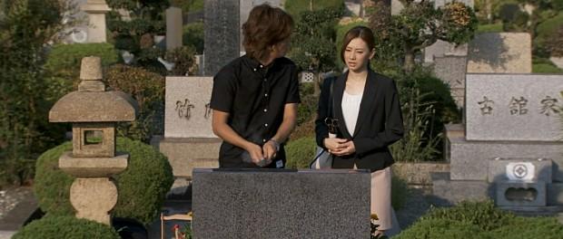 フジテレビ、SMAP木村拓哉主演ドラマ『HERO』で「古館家」「竹内家」と書かれた墓が映る→テレビ朝日批判では?と話題に