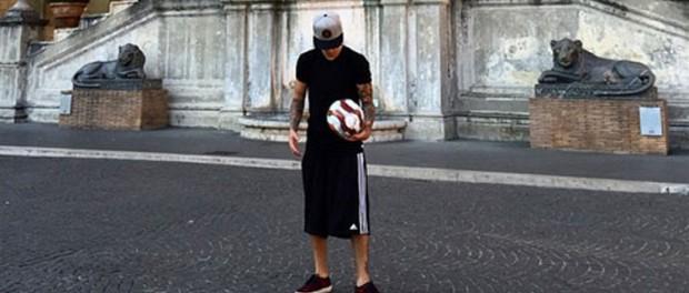 ジャスティン・ビーバー、バチカン美術館でサッカーをして怒られる またおまえか