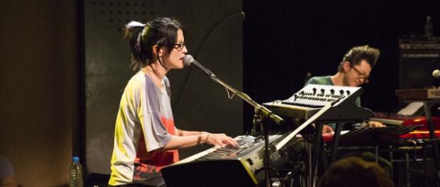 ピアノ弾けないボーカル、ピアノ弾けないギタリスト、ベース、コンガの叩けないドラム ←こいつらはマジで要らん