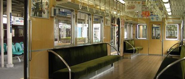 電車でイヤホンからすごい音漏れしてる奴いるんだが、耳大丈夫なの?wwwwwwww