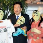 民主党の枝野幸男幹事長、秋葉原でアイドルグループ「仮面女子」から仮面をプレゼントされにんまりする事案