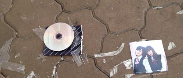 NMB48のCDを壊すHKTヲタwwwwwwww(画像・動画あり)
