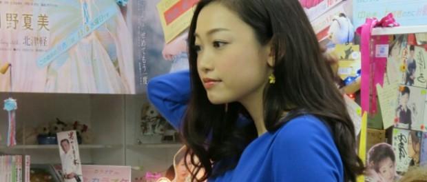 【悲報】「美人すぎる演歌歌手」西田あい、急性上気道炎と診断される(画像あり)