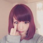 【悲報】きゃりーぱみゅぱみゅが中指を立てた写真をうpし、賛否(画像あり)