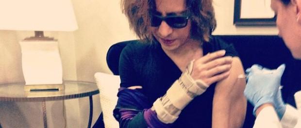 """【悲報】X JAPAN・YOSHIKI「右手、手術をしても治る保証はないみたい。であれば """"だめになるまで続けよう""""」"""