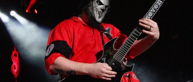 Slipknotのギタリスト ミック・トムソンが弟と兄弟喧嘩の末、後頭部をナイフで刺され重傷wwwwwwww