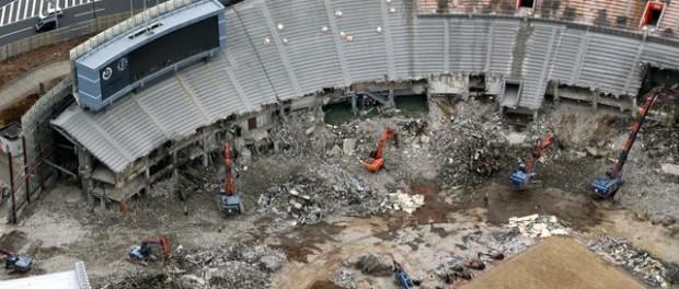 解体中の国立競技場が完全に「AKIRA」だと話題 これは・・・すげぇ(画像あり)