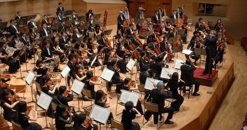 日本フィルハーモニー交響楽団、「ステージに花束を投げるのはやめてください」とTwitterでお願い 客のマナー悪すぎワロタ