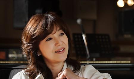 歌手の岩崎宏美、バセドー病と橋本病を患っていると明らかに