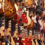 楽器屋でエレキギター試奏してるやつって、どうして揃いも揃って…