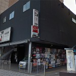 【悲報】福岡のライブハウス「DRUM Be-1」、台風15号の暴風雨により外壁の一部が崩落、貼ってあった大量のポスターも吹き飛ばされる