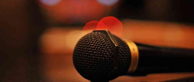 カラオケで人が歌ってるのにスマホいじる奴wwwwwwwwwwwwwww