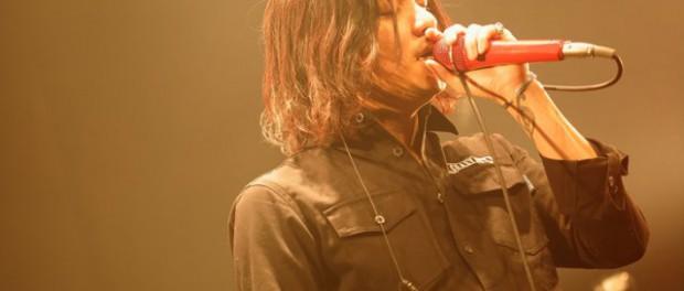 INKT田中聖がワンピースの赤髪のシャンクスのコスプレ写真を公開!!これはなかなかのクオリティ(`・ω・´)!!(画像あり)