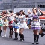 過去に9回注意されるも無視!新宿駅南口で無許可路上ライブをしまくったアイドルグループ「フレア・ラ・モードAce」、遂に書類送検される