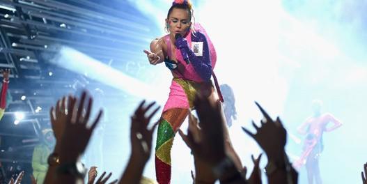 米歌手 マイリー・サイラスが正真正銘の全○ライブ開催wwwwwww