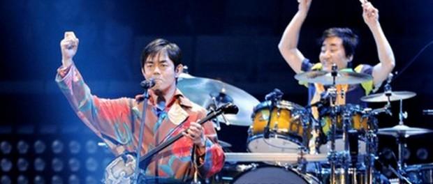 THE BOOM、日本武道館でラストライブ 「風になりたい」「島唄」「愛のかたまり」など26曲を披露し、25年の活動に終止符を打った(セトリあり)