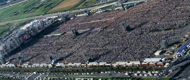 ◯万人規模のライブに参加するのって何が楽しいのか分からん