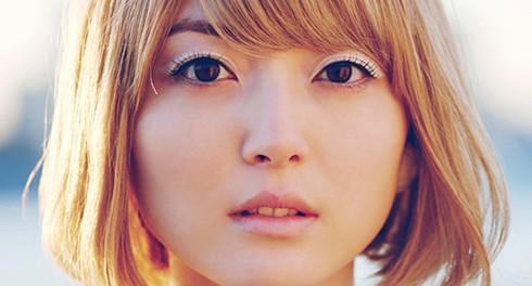 花澤香菜が金髪にした結果wwwwww 新曲「透明な女の子」のジャケ写で金髪姿を披露