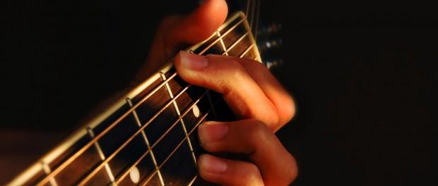 ギターを始めようと思うんだが、何から始めたらいいんだ?
