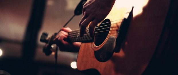 大学でギター始めるって遅いかな?