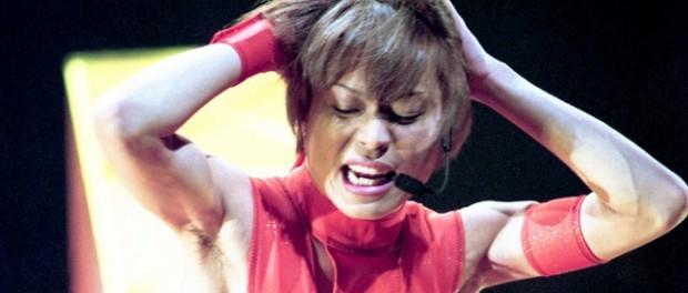 今日のMステで西川アニキがTMRごっこでお馴染みのHOT LIMITスーツ(幻のオレンジバージョン)を着て歌うってよ