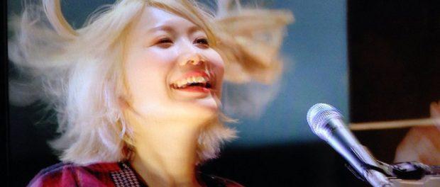 セカオワの藤崎彩織が金髪卒業!イメチェンのツートンが「可愛すぎる」と話題(画像あり)