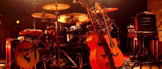 ギターボーカル・ギター・ベース・ドラム←この編成
